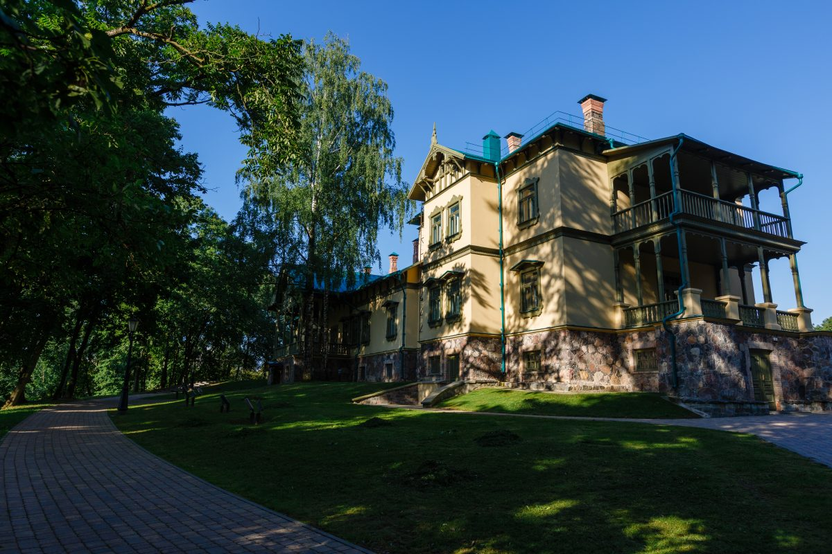 the manor of Lyubanski family in Loshitsa park