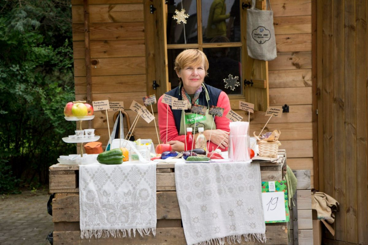 woman on the farm market